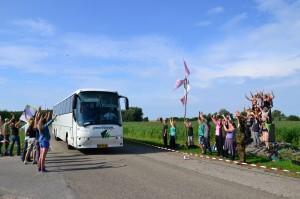Kinderen komen wel met de bus tot in het bos